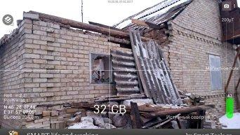 На месте гибели подростка в результате обстрела поселка в Донецкой области