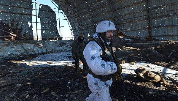 Украинские военнослужащие на линии фронта вблизи Авдеевки