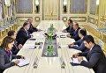 Президент Петр Порошенко провел встречу с главой внешнеполитического ведомства Турции Мевлютом Чавушоглу