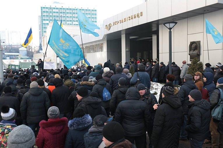 Митинг профсоюза железнодорожников под зданием Укрзализныци