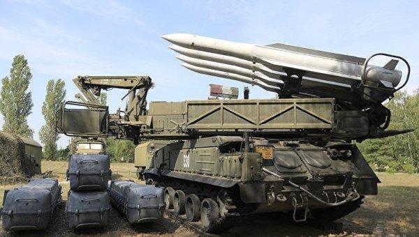 Зенитно-ракетный комплекс Бук-М1 на территории научно-тренировочного центра 96-ой зенитно-ракетной бригады Воздушного командования Центр