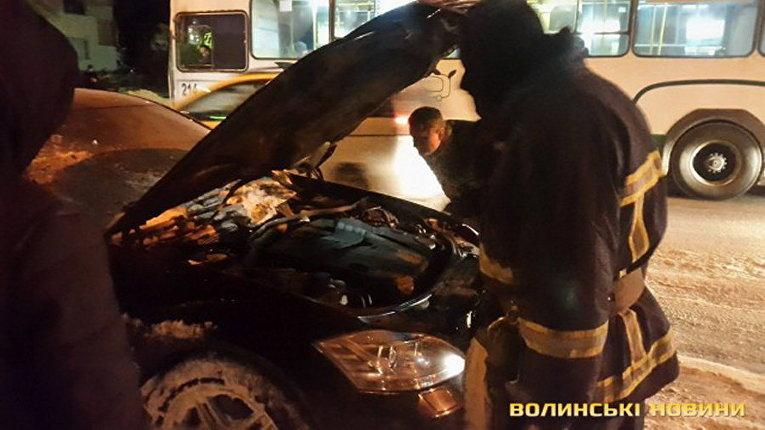 В Луцке загорелось авто депутата Андрея Козюра