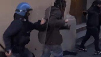 Студенты Болонского университета устроили бои с полицией. Видео