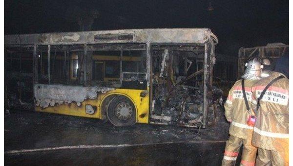 Пожар водном изавтопарков украинской столицы: сгорело 6 автобусов