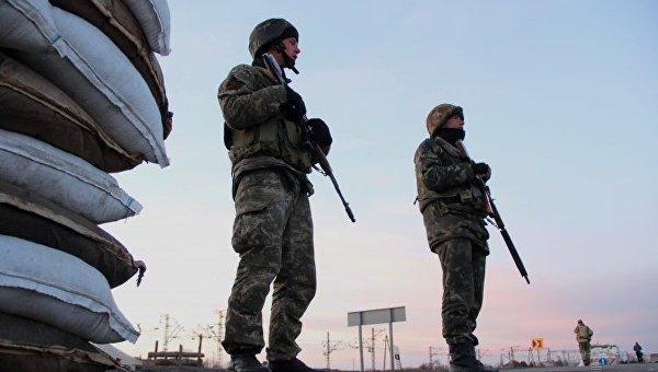 Украинские военные на блокпосту возле села Чонгар Херсонской области