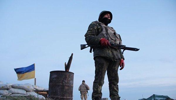 Украинские военные на блокпосту. Архивное фото