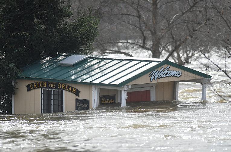 Разрушение плотины в Калифорнии