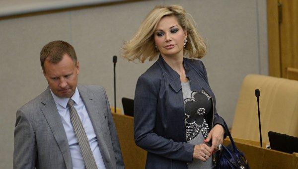 Денис Вороненков и Мария Максакова-Игенбергс в Госдуме РФ. Архивное фото