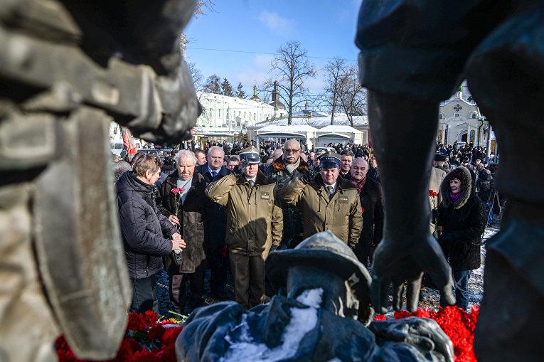 Церемония возложения цветов к Мемориальному комплексу гражданам Украины, погибшим в Афганистане.