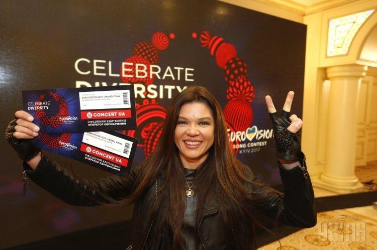 Певица Руслана с первыми билетами на Евровидение-2017