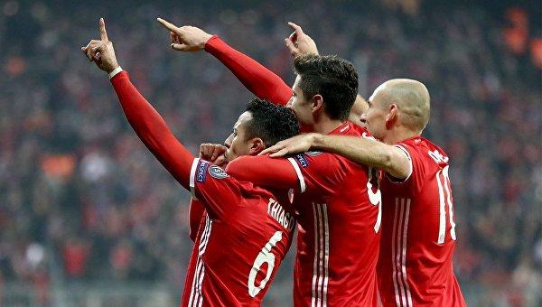Игроки Баварии празднуют победу над Арсеналом