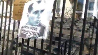 Портрет Бандеры повесили на посольство Польши в Украине. Видео
