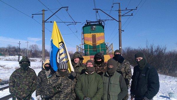 Участники блокады Донбасса на редуте Запорожье. Архивное фото