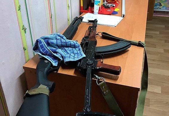 Оружие, изъятое после стрельбы в Харькове