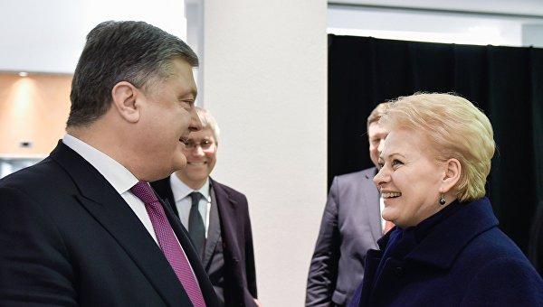 Президент Украины Петр Порошенко (слева) и президент Литвы Даля Грибаускайте. Архивное фото