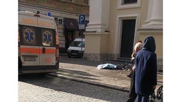 Во Львове упавшая с крыши церкви ледяная глыба убила женщину