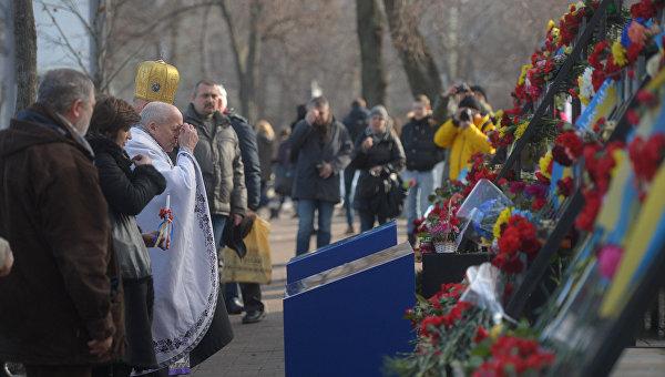 В Мариинском парке Киева открыли памятник участникам Евромайдана