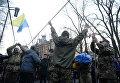 В центре Киева устанавливают палатки
