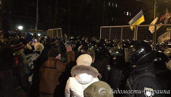 Столкновения между правоохранителями и митингующими в центре Киева
