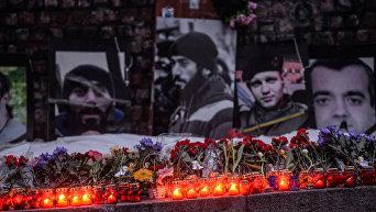 Зажжение лампадок в память о погибших Героях Небесной сотни в центре Киева