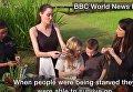 Джоли в Камбодже накормила своих детей пауками и скорпионами. Видео