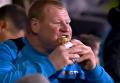 Саттон Юнайтед выгнал вратаря за пирог во время матча с Арсеналом. Видео