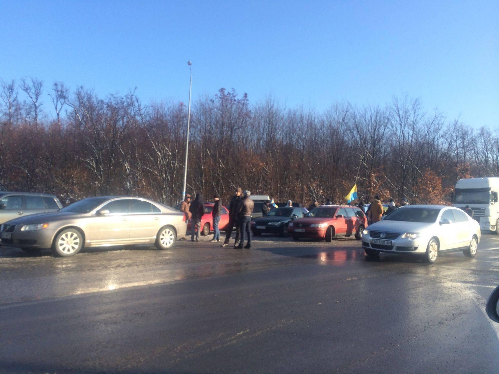 Владельцы автомобилей блокировали контрольно-пропускной пункт «Шегини» награнице сПольшей