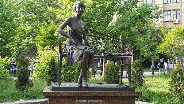 ВКиеве Кличко открыл монумент украинской поэтессе Телиге стоимостью 8 млн грн