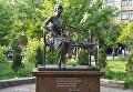 Памятник Елене Телиге находится на территории студгородка НТУ КПИ в Киеве