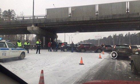 В Подмосковье столкнулись около 30 автомобилей