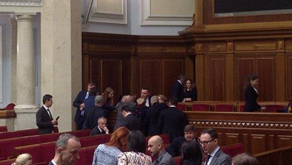 Виталий Кличко в Верховной Раде во время голосования по налоговой милиции