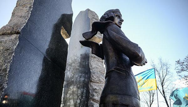Кличко открыл монумент поэтессе Телиге