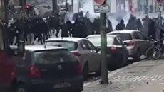 Массовая драка футбольных фанатов в Берлине. Видео