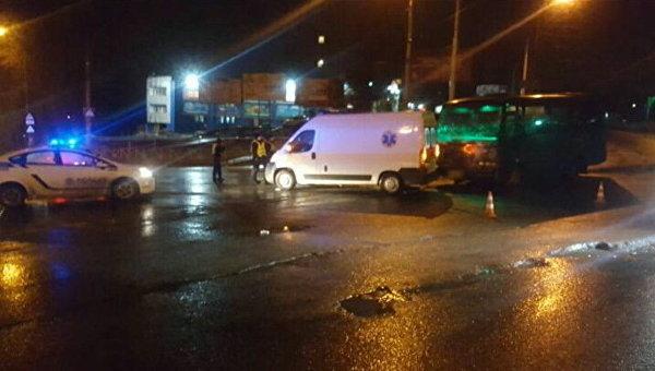 ВХмельницком столкнулись машина скорой помощи, Пежо иавтобус
