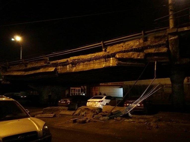 ВКиеве обвалился Шулявский мост