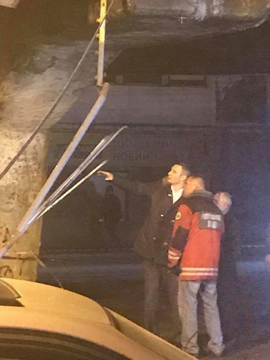 Виталий Кличко возле обрушившегося моста на Шулявке