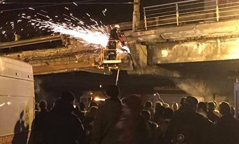Демонтаж на Шулявском путепроводе после частичного обрушения