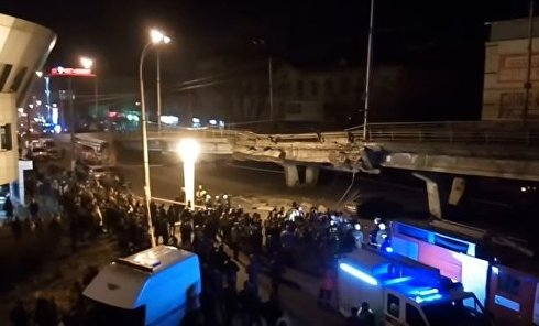 Частичное обрушение Шулявского моста в Киеве. Видео
