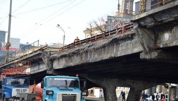Обвал части Шулявского моста в Киеве