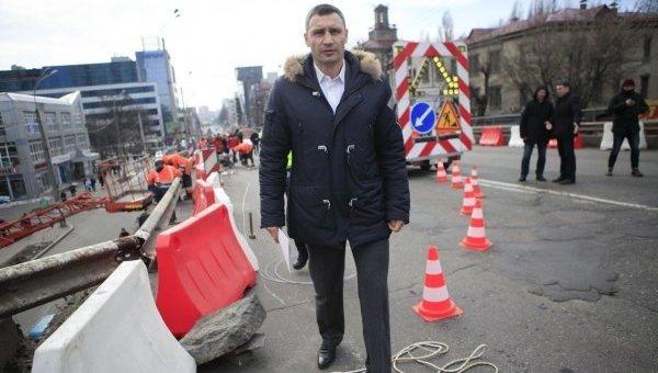 Мэр Киева Виталий Кличко на Шулявском мосту