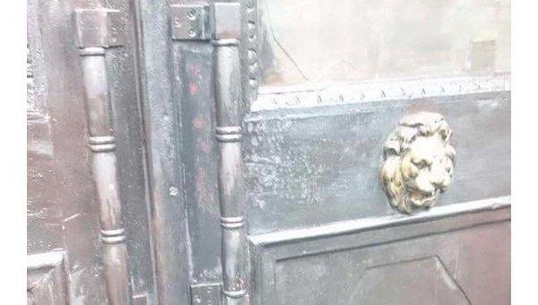 Неизвестные подожгли дверь в Украинском институте национальной памяти