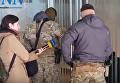 Обыски на вертолетной площадке Януковича. Видео