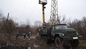 Аварийные работы для восстановления электроснабжения в Авдеевке