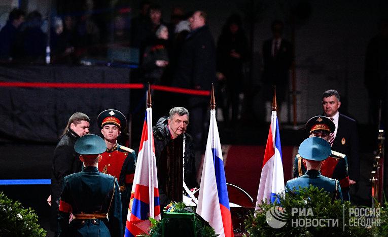 Церемония прощания с хоккеистом Владимиром Петровым