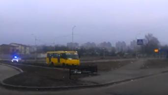 Погоня полиции за угнанной маршруткой: кадры очевидца. Видео