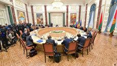 Переговоры об урегулировании ситуации в Донбассе в Минске. Архивное фото