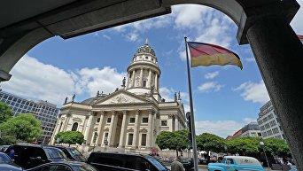 Вид на Немецкий собор от Отеля Хилтон на площади Жандарменмаркт в Берлине. Архивное фото