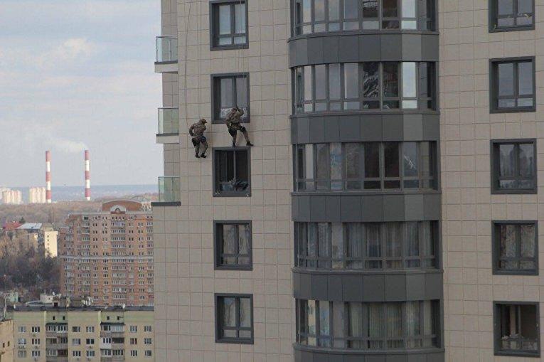 Полицейский спецназ КОРД готовится штурмовать высотки