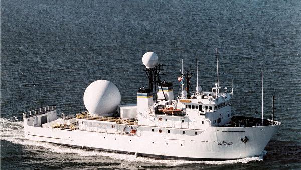 Иранские баркаса вынудили корабль ВМС США поменять курс