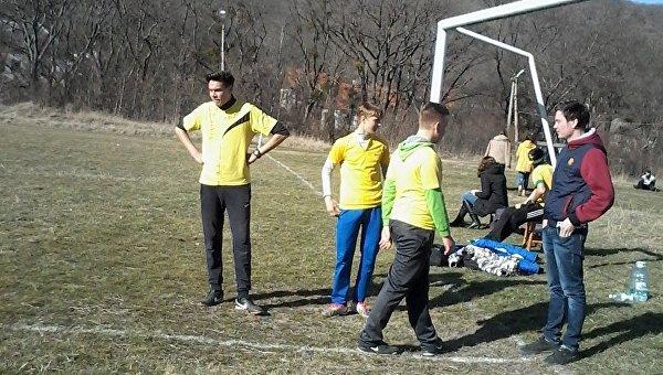 Школьники Краснокаменки играют в футбол